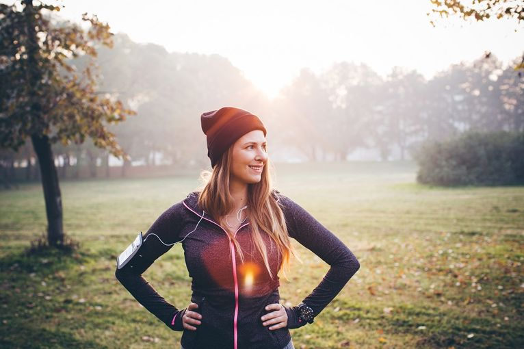 Jeune femme en bonne santé mentale et bonne santé physique