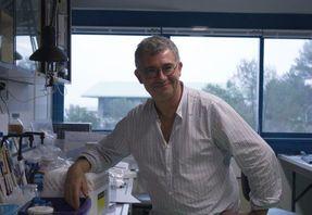 Nicolas Glaichenhaus dans son laboratoire de recherche, lauréat du Prix Marcel dassault 2016 de la Fondation FondaMental