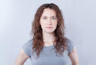 portrait de femme jeune de face